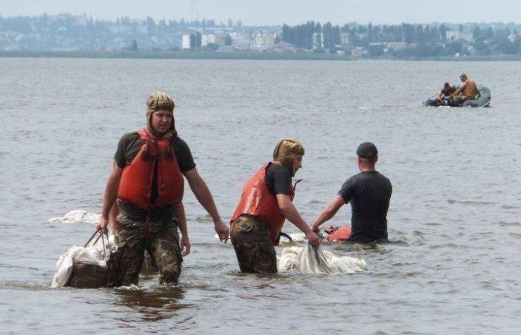 """Миколаївські військові десантувались в воду з вертольота """"Мі-14"""""""