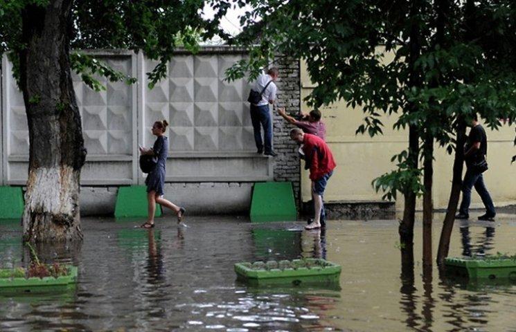 Відео дня: Москва втопилася у Яузі, а Крим -  у фекаліях
