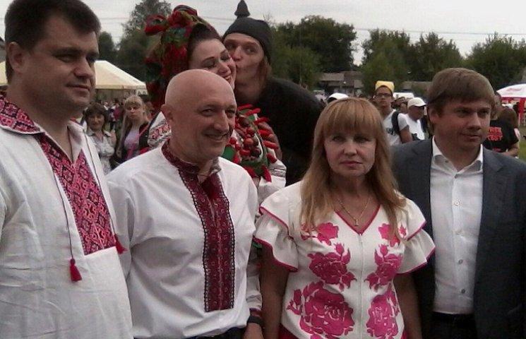 Хвилиною мовчання, національним гімном та гоголівськими героями розпочався Сорочинський ярмарок