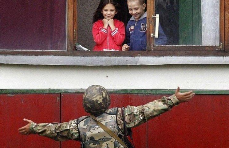 Чому зібрати хлопця в школу дорожче, ніж на війну (ІНФОГРАФІКА)