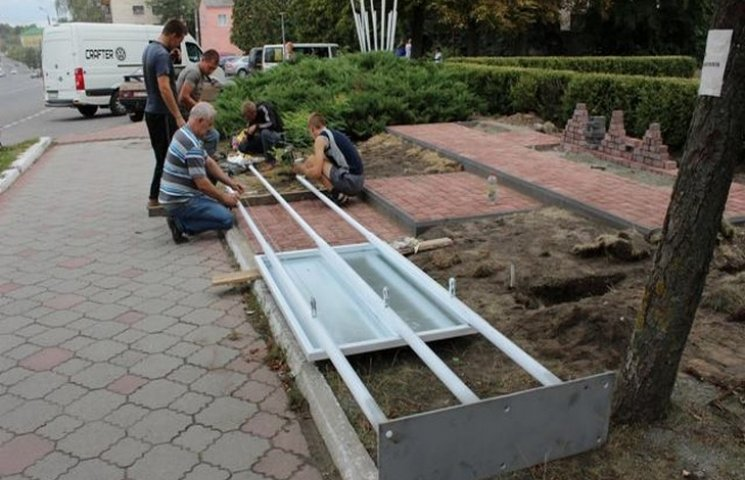 У Славуті добігають кінця роботи з облаштування стели Героям АТО
