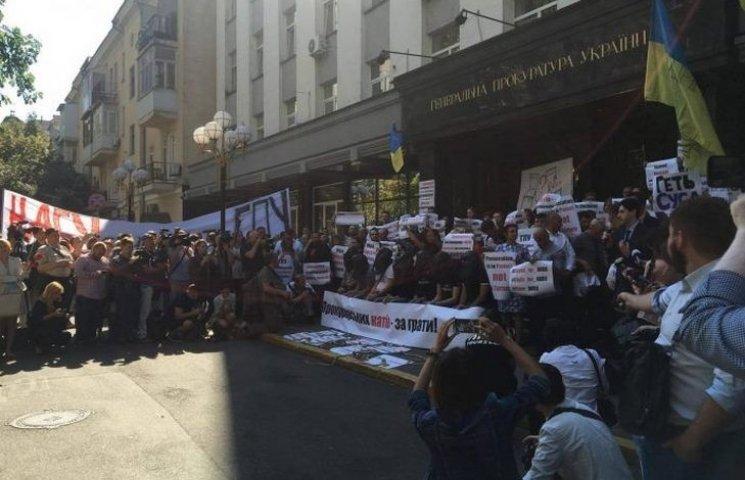 Пікетувати прокурорів-катів поїхали і вінницькі активісти