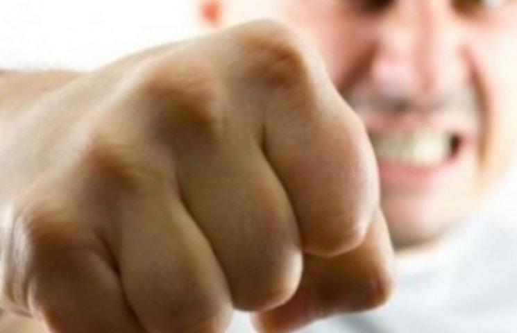 На Миколаївщині бійка у розважальному закладі закінчилася переламом ключиці