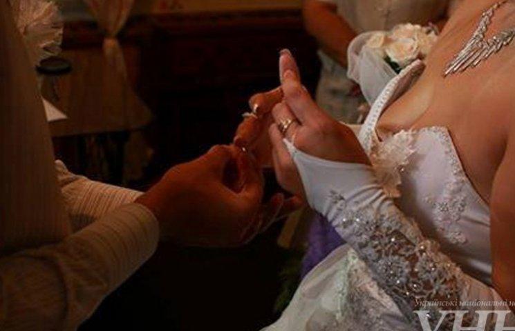 Весільний бум серед в'язнів запорізької колонії: 7 шлюбів за гратами