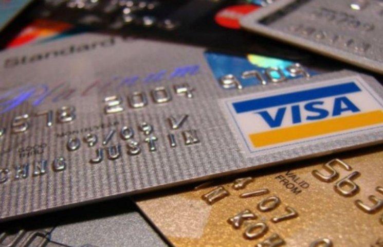 В Україні платіжних карток більше, ніж людей: безготівкові розрахунки частішають