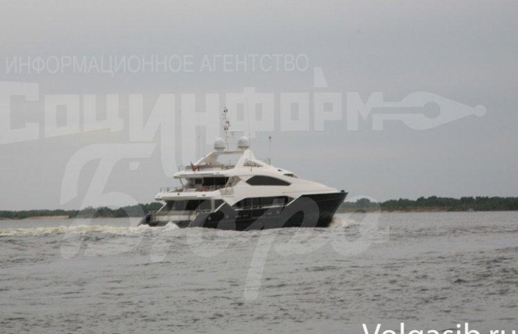Януковича помітили у Волгограді на дорогезній яхті