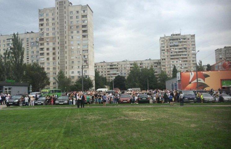 В Харькове с полицией и спасателями встречают Порошенко