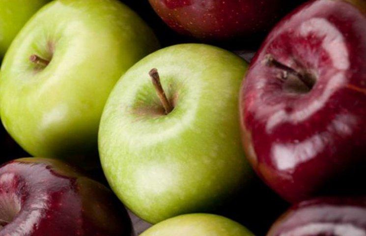 У Мелітополі в церквах прихожан безкоштовно пригощають яблуками