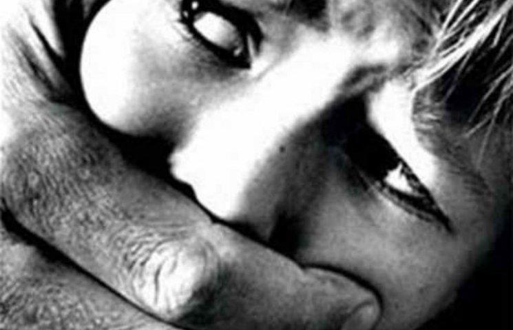 У Черкасах злочинці-рецидивісти згвалтували і пограбували 16-річну дівчину