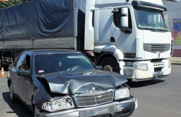 На Тяжилові в результаті ДТП перекинувся автомобіль