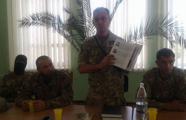 """""""Я намагався нічого не згладжувати, навіть про українську армію"""", - АТОвець презентував у Вінниці свою книгу"""