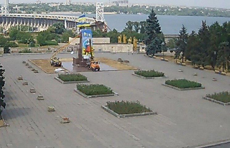 У Запоріжжі на постаменті від Леніна повстав козак