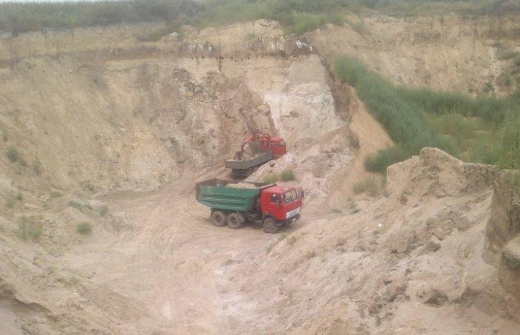 Правоохоронці на Хмельниччині виявили черговий факт добування піску поза законом