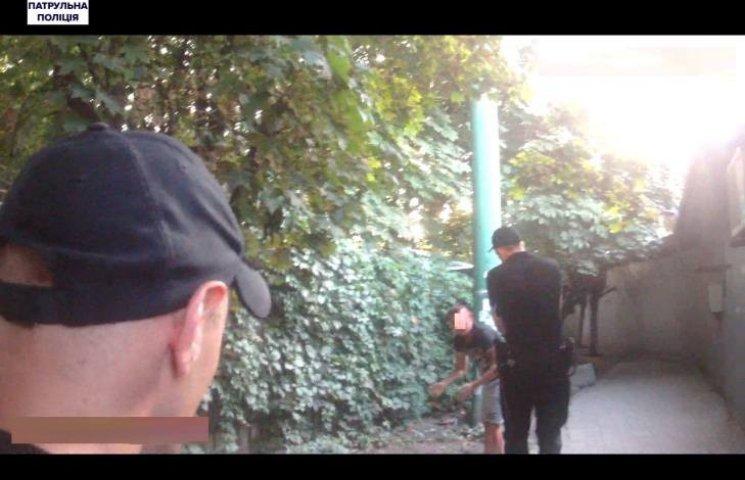 У Миколаєві троє нападників розбили парубку голову