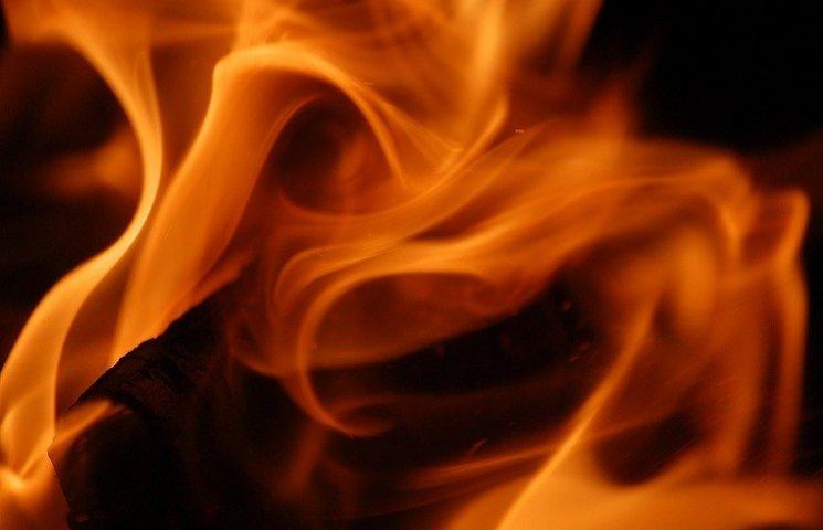 У Запоріжжі вночі палали іномарки - одна вибухнула