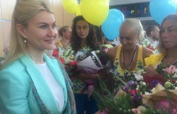 У Харкові зустріли олімпійську збірну України з синхронного плавання