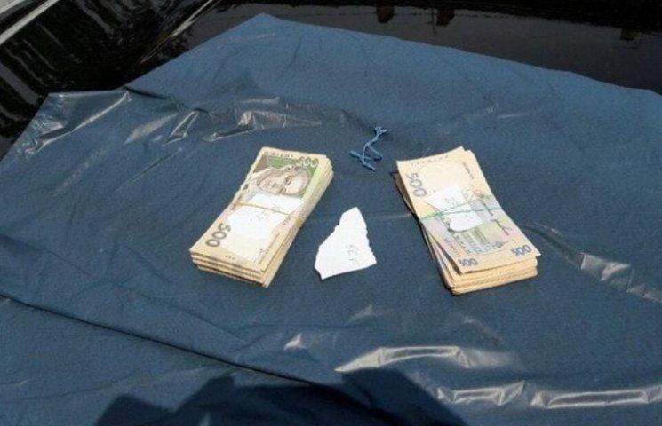 """Заместителю председателя Николаевской налоговой передали """"дани"""" почти 700 тыс. грн"""