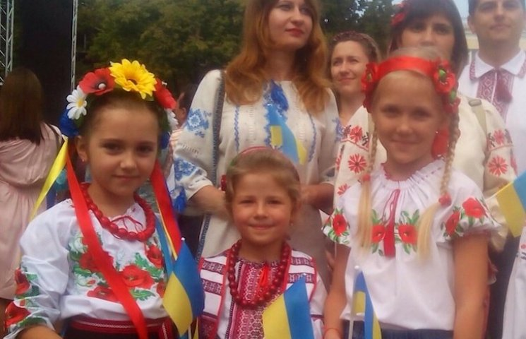 У вишиванках і з українським короваєм: Полтава відзначає Незалежність України