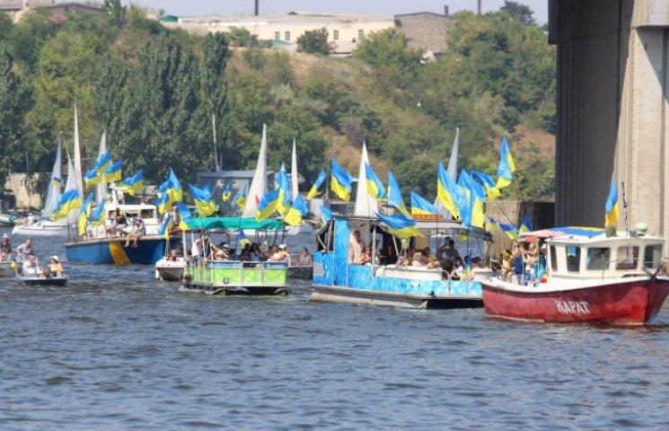 Миколаїв встановив рекорд з найбільшої кількості національної символіки на воді