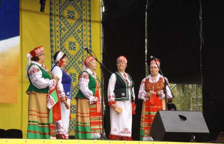 Запоріжців з Днем Незалежності привітали фольклорні колективи національних земляцтв