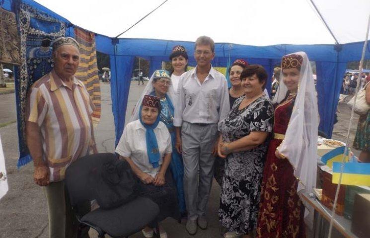 Анатолій Сердюк заспівав гімн Запоріжжя на ярмарку (ФОТО, ВІДЕО)