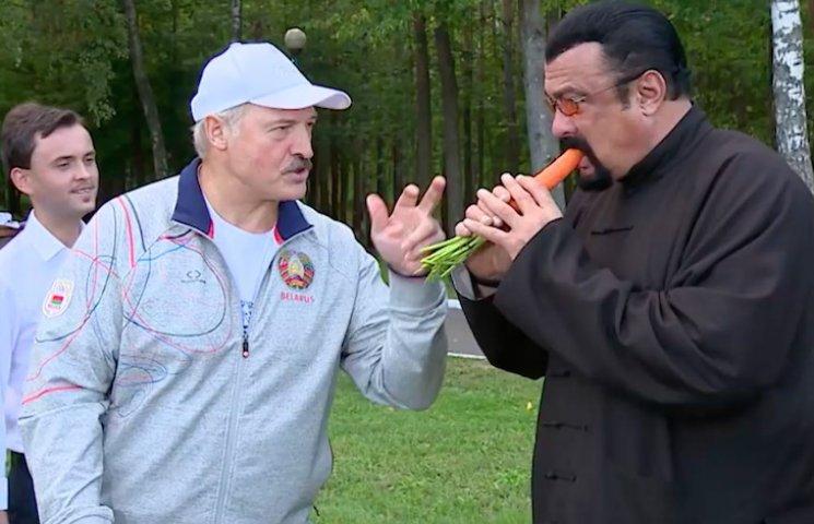 Як Лукашенко годував Стівена Сігала морквою на полі (ФОТО, ВІДЕО)