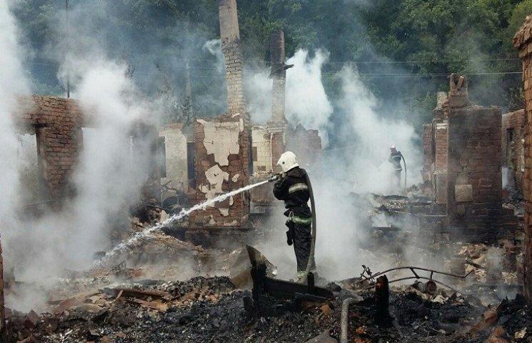 Під Харковом вщент згорів барачний будинок