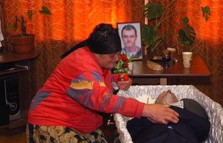 """""""Новая Врадиевка"""": Били ногой, били дубинкой, - мать забитого полицейскими кривоозерца"""