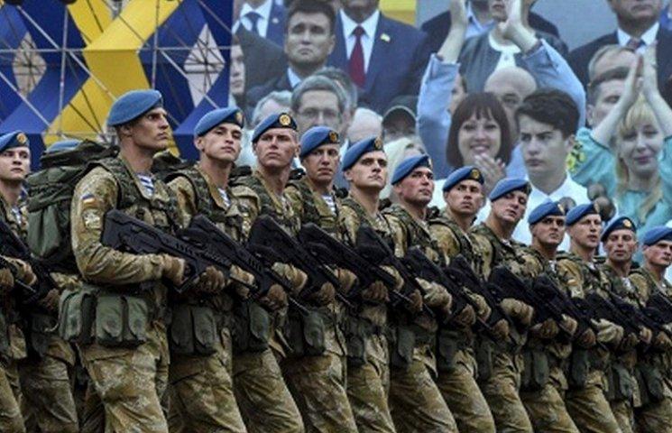 """Під час столичного параду військові """"засвітили"""" автомати вінницького виробництва"""
