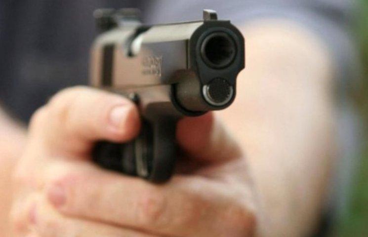 У Миколаєві розстріляли авто клієнтів банку: викрали 2,6 млн грн