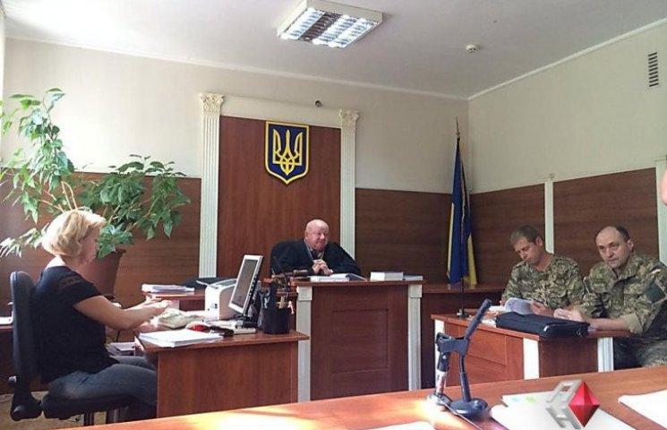 Суд заарештував миколаївського податківця-хабарника та його подільника