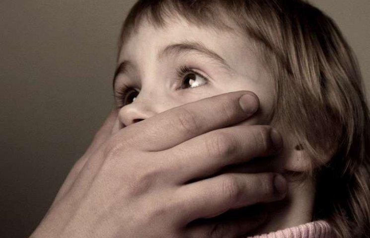 На Росії пасажир літака зґвалтував 9-річну дівчинку, що сиділа в сусідньому кріслі