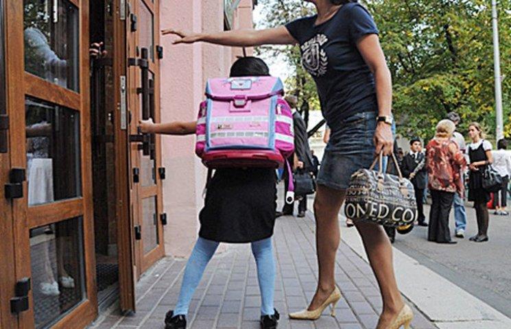 У Мелітополі діти отримали ранці до школи