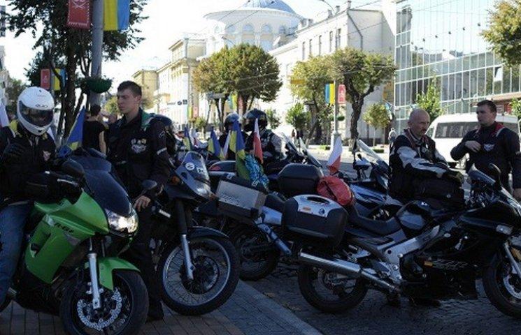 Банда польських байкерів заїхала у Вінницю по дорозі в Катинь