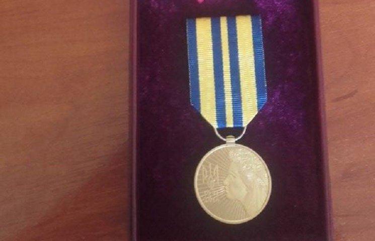 Порошенко нагородив ювілейною медаллю голову Вітовської РДА