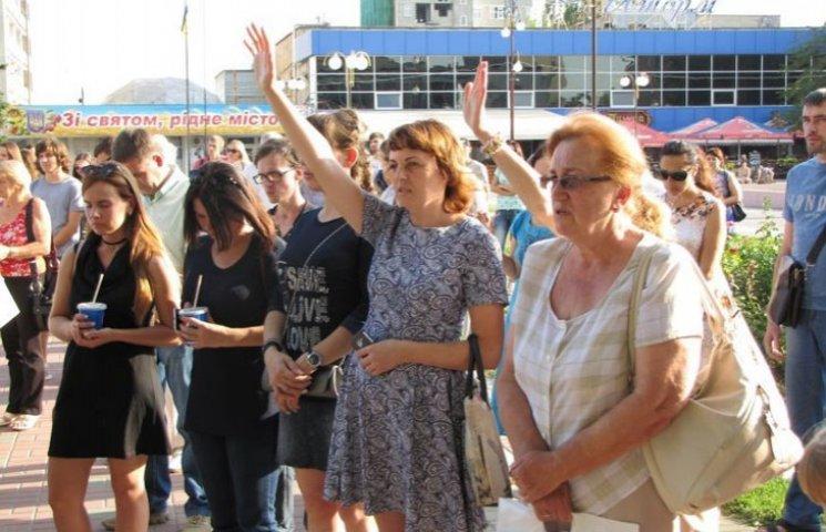 У Мелітополі на площі усі охочі молилися за мир в Україні