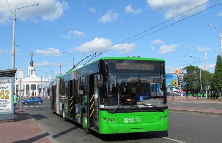 У Кернеса заверили, что трамваи и троллейбусы вышли на маршруты