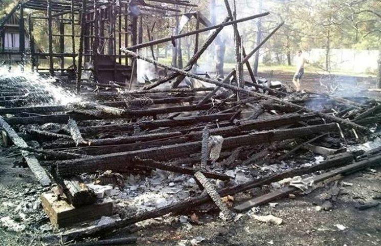 На Миколаївському курорті згорів будинок на базі відпочинку