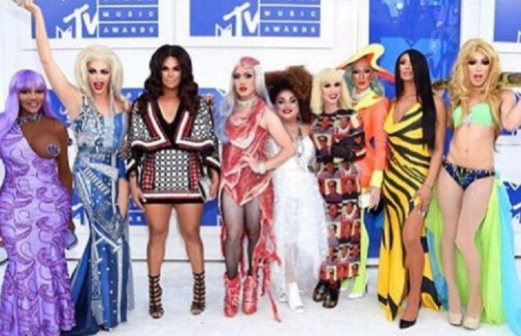Самые яркие и самые странные наряды MTV Video Music Awards