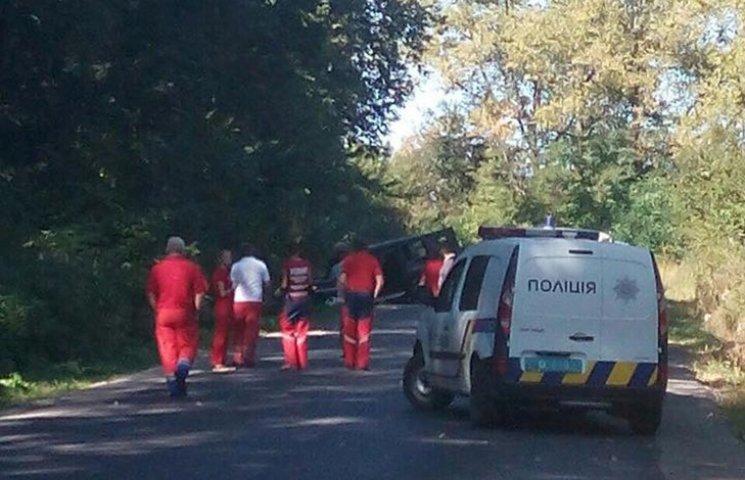 Полиция: Автомобиль на Львовщине подорвали и обстреляли