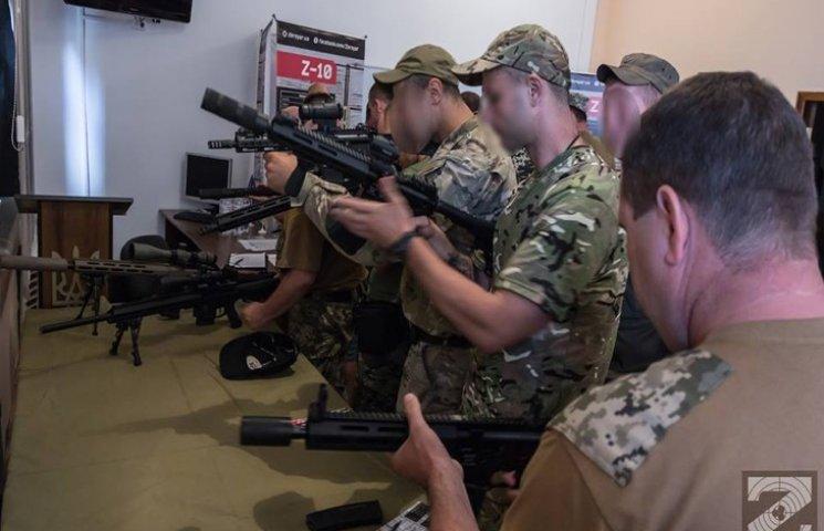 Нову зброю презентували спецпідрозділам на Хмельниччині
