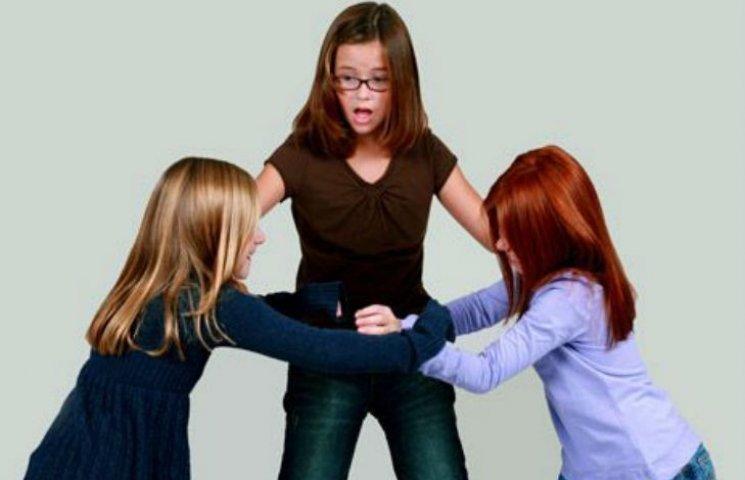 Жорстокі розбірки школярів: Над черкаською дев