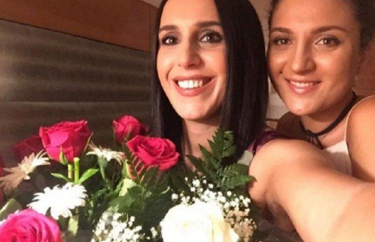 Джамала з подружкою гайнула до Іспанії святкувати день народження