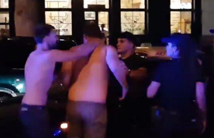 В полиции заявили, что допросят патрульных, которые смотрели на избиение николаевцев