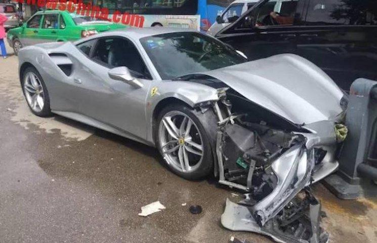 ДТП на 600 тисяч доларів: Через собаку у Китаї зіштовхнулися дві Ferrari