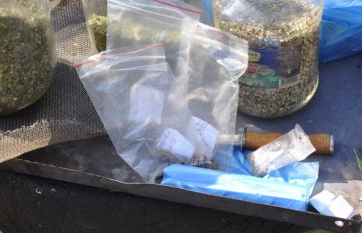 У Миколаєві наркоагроном дбайливо виростив коноплі та канабісу на 100 тис. грн
