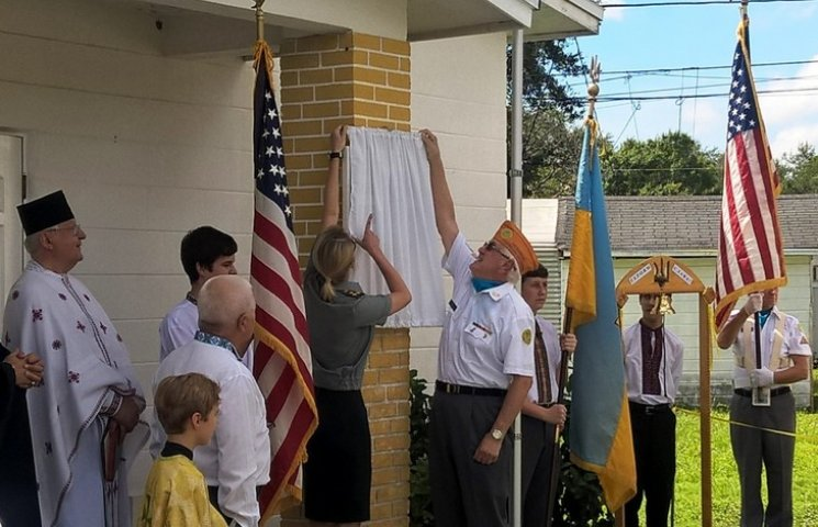 Мемориальную доску павшим бойцам АТО открыли в США