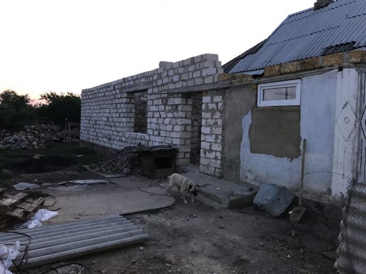 У недобудованому будинку на Одещині знайшли пакунок з немовлям