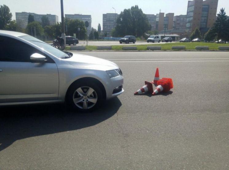 УДніпрі на в'їзді нацентральний міст автомобіль збив поліцейського