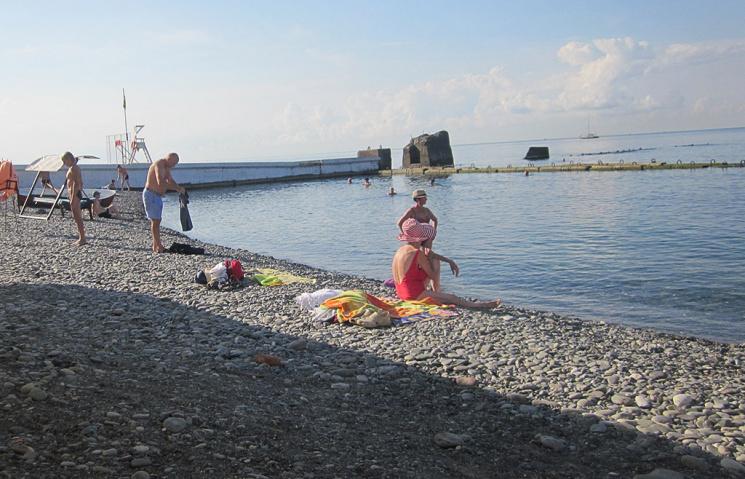 На пляжі в Сочі утворився гейзер з нечистот